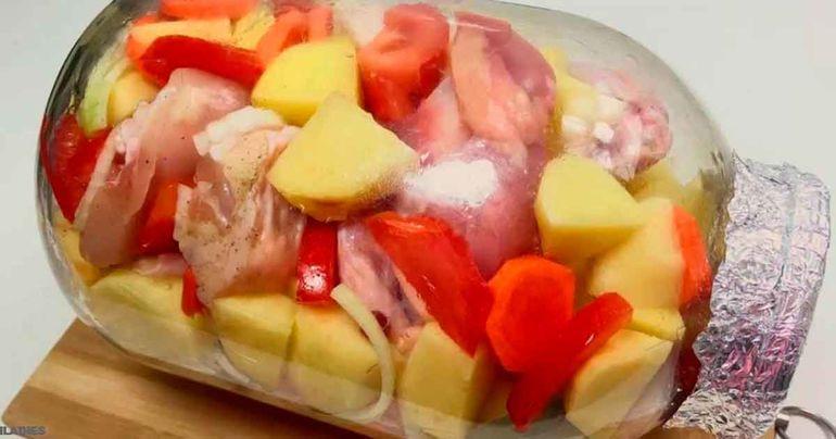 Vištienos blauzdelės su daržovėmis stiklainyje. Receptas